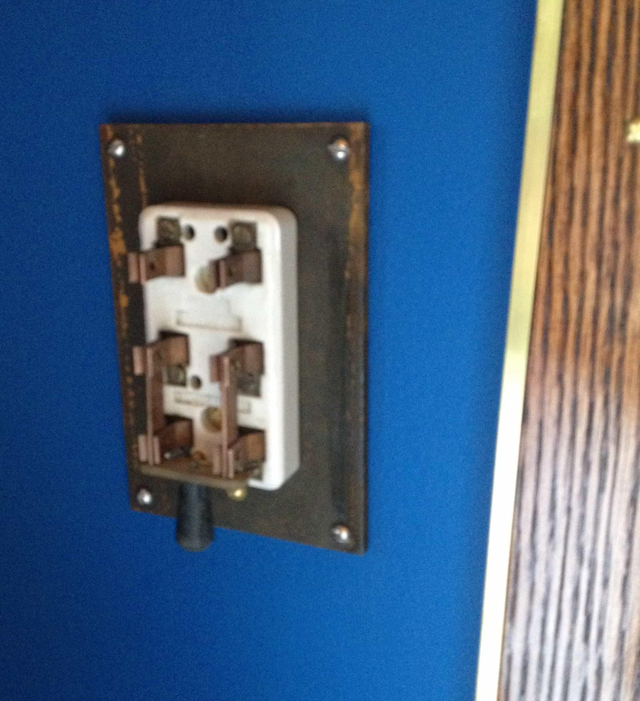 21 Teslapunk Switch on wall closed